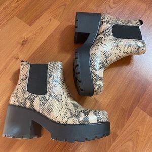 BRAND NEW VAGABOND lizard skin boots